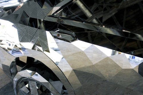 Трёхмерная зеркальная модель разбитого Мерседеса (9 фото)