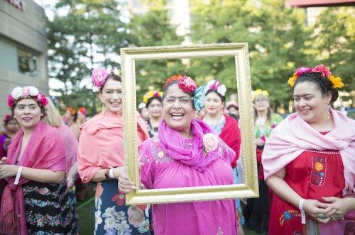 Тысяча людей в образе Фриды Кало в попытке установить мировой рекорд (11 фото)