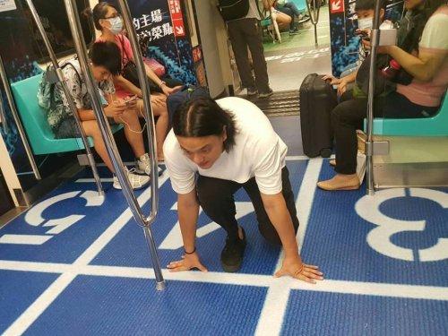 Вагоны метро в Тайбэе превратились в места проведения соревнований летней Универсиады (12 фото)
