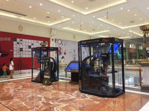 В шанхайском торговом центре мужчины могут поиграть в видеоигры, пока их возлюбленные занимаются шопингом (10 фото + видео)