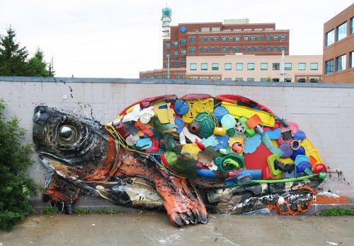 Скульптуры животных из мусора, созданные художником Bordalo II (7 фото)