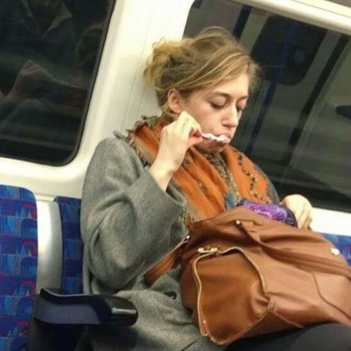 Странные и необычные пассажиры в метро (34 фото)