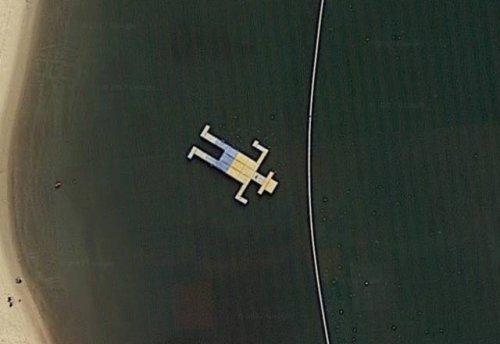 Самые необычные места, которые можно увидеть на картах Google (14 фото)