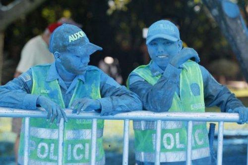 Полицейские будни в прикольных картинках (33 фото)