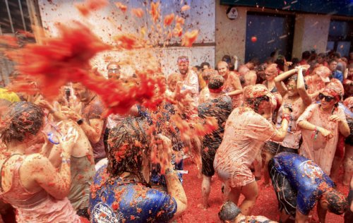 В Испании прошла ежегодная битва помидорами La Tomatina 2017 (30 фото)