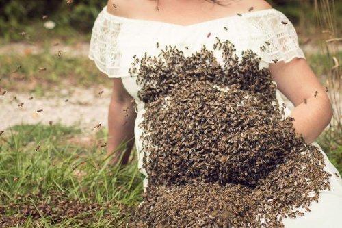 Необычная фотосессия с пчёлами, шокировавшая Интернет (5 фото)