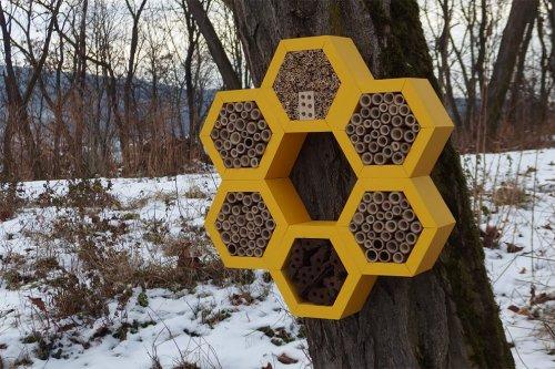 Дизайнер разработал симпатичные садовые домики для пчёл, бабочек и других насекомых (12 фото)