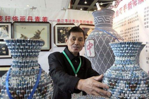 Художник-самоучка создаёт реалистичные китайские вазы в натуральную величину из игральных карт (8 фото)