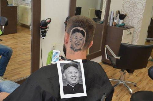 Сербский цирюльник Марио Хвала выстригает портреты знаменитостей на головах клиентов (13 фото)