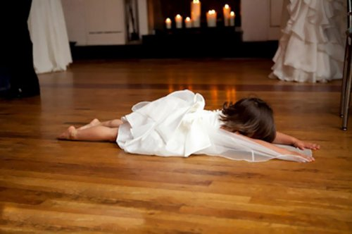 Забавные фотографии с детьми на свадьбах (25 фото)