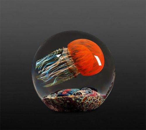 Невероятно реалистичные стеклянные скульптуры медуз (18 фото)