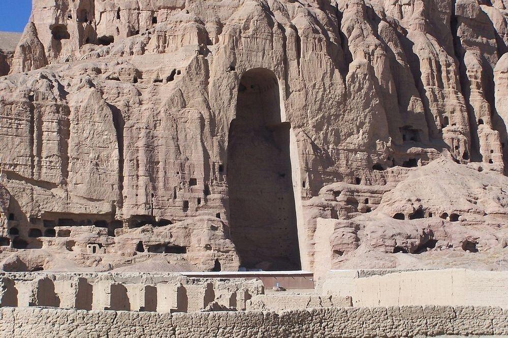 которого посмертно памятник будды в афганистане фото малышей существуют