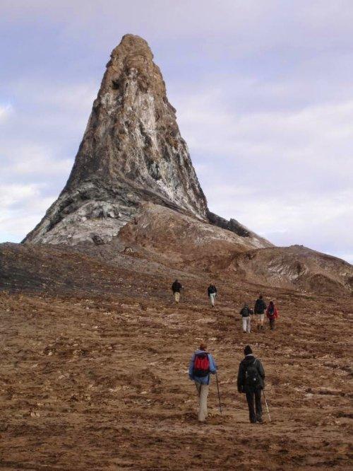 Почему африканская гора Ол-Доиньо-Ленгаи – самый уникальный вулкан на Земле (23 фото)