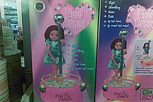 Приколы и маразмы в магазинах: странные и жуткие игрушки (19 фото)