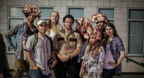 Прикольные групповые костюмы на Хэллоуин (30 фото)
