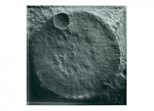 Стол с имитацией поверхности Луны (4 фото)