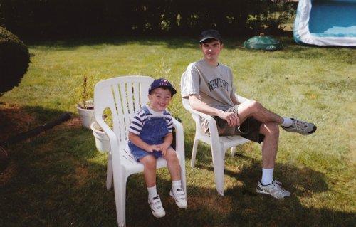 Парень отправился в детство с помощью фотошопа, вставив своё изображение в детские снимки (11 фото)