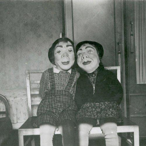 Жуткие хэллоуинские костюмы из прошлого (20 фото)