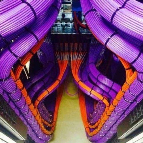 Укладка кабелей от настоящих перфекционистов (17 фото)
