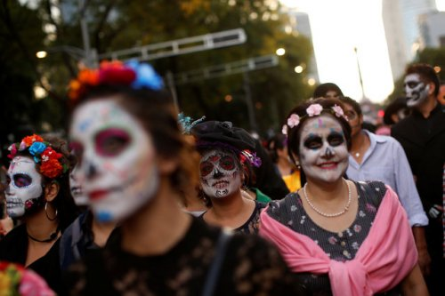 В Мехико в преддверии Дня Мёртвых прошёл парад Катрин (22 фото)