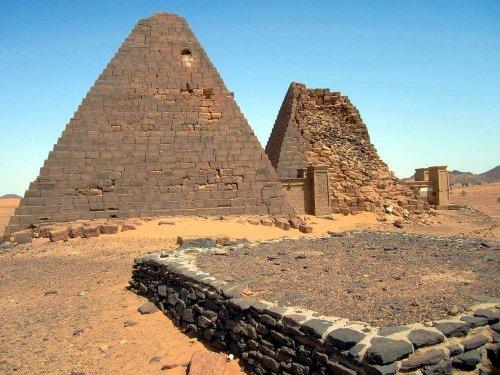Забытые нубийские пирамиды Мероэ (14 фото)