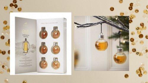 А не украсить ли вам новогоднюю ёлку водкой, виски и джином? (12 фото)
