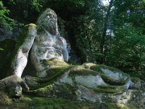 Священная роща Бомарзо (12 фото)