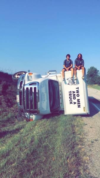 Необычные аварии и впечатляющие ДТП (26 фото)