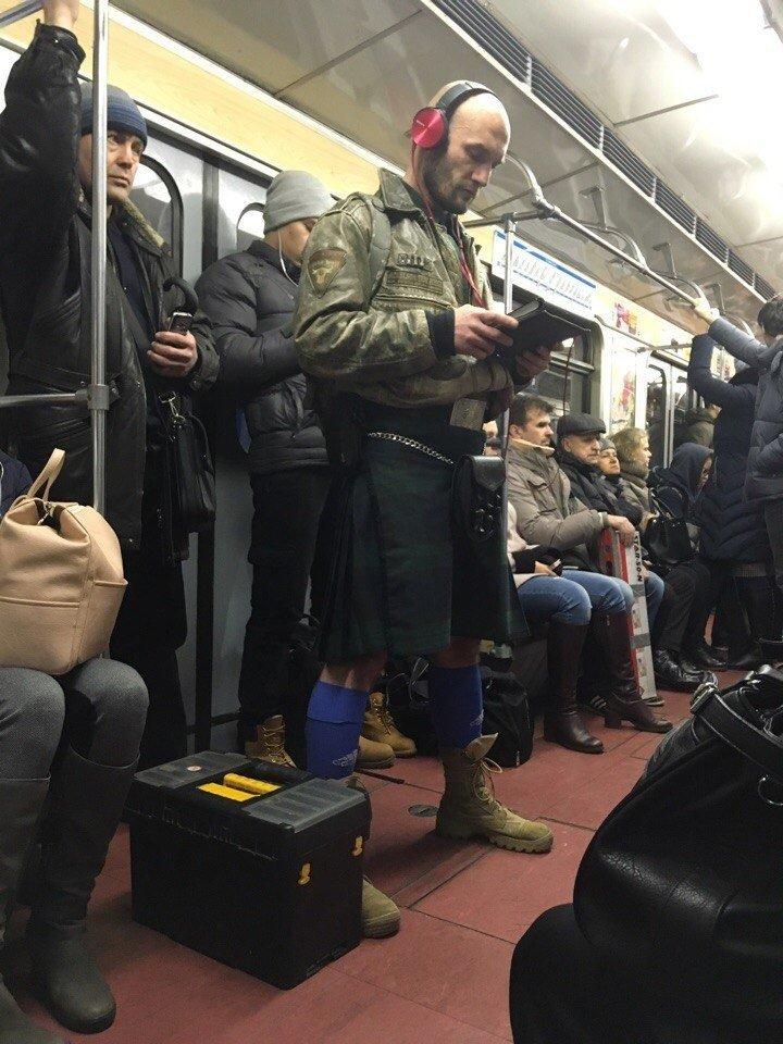 наполнена яркими здоровый мужик в метро фото вариант боксерки имеет