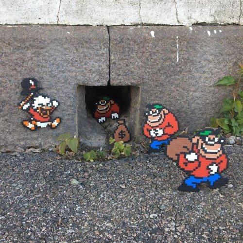 Пиксельный-стрит арт уличного художника Йохана Карлгрена (27 фото)