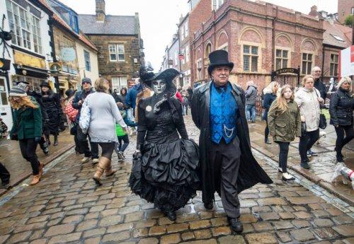 В Уитби прошёл готический фестиваль Whitby Goth Weekend (12 фото)