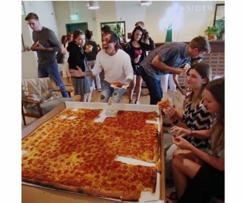 Самая большая пицца в мире, которую можно заказать (2 фото + видео)