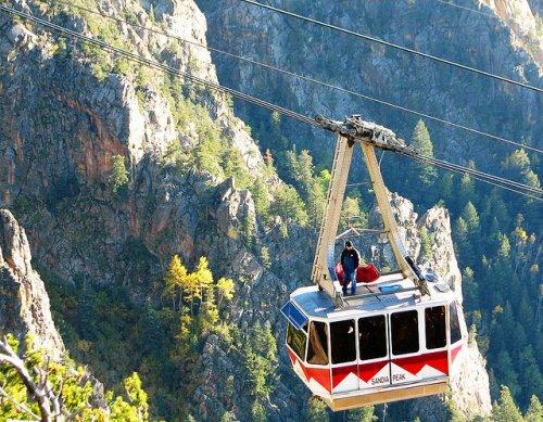 Удивительные воздушные трамваи мира (23 фото)