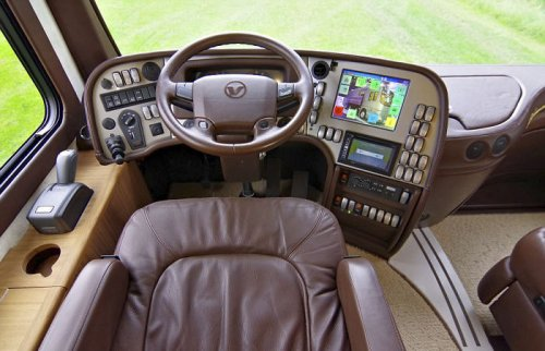 Volkner Mobil Performance S: дворец на колёсах с собственным гаражом (9 фото + видео)