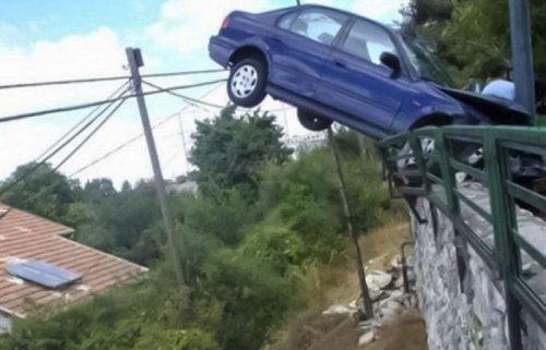 Необычные аварии и впечатляющие ДТП (27 фото)