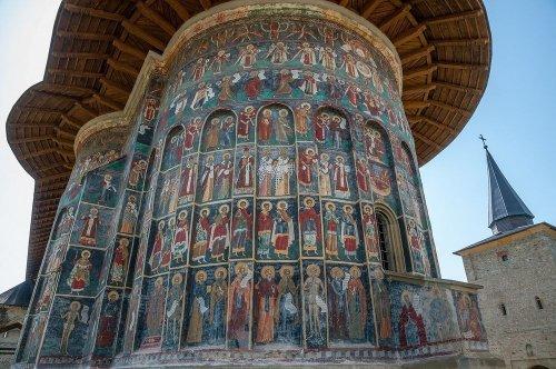 Расписные монастыри Румынии (15 фото)