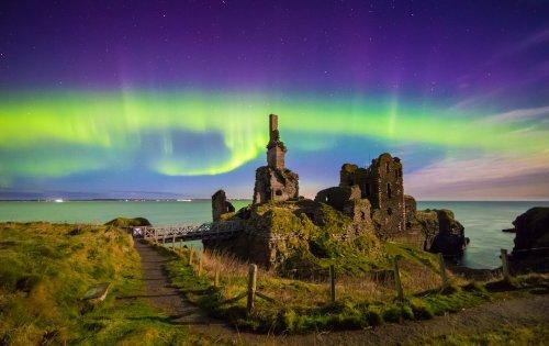 Небо Великобритании озарилось северным сиянием (7 фото)