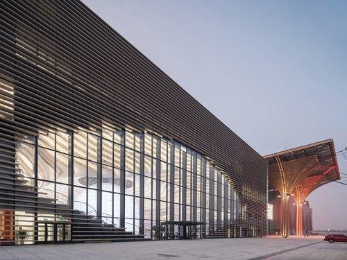 """Впечатляющая библиотека """"Глаз Биньхая"""" в Китае, вмещающая 1,2 миллиона книг (15 фото)"""