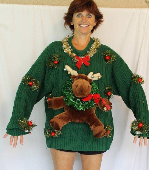 Как правильно продавать нелепые рождественские свитеры (15 фото)