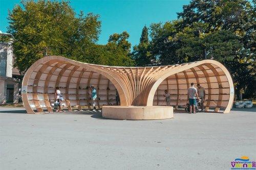 Уличная библиотека в Варне (8 фото)
