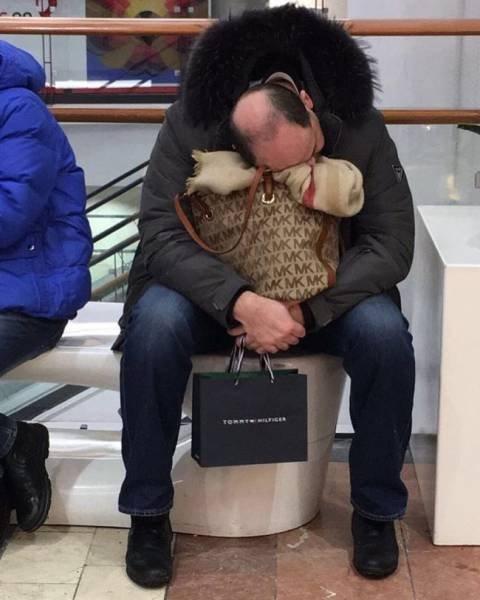 Когда жена отправилась на шопинг, и у мужчины нет другого выхода… (27 фото)
