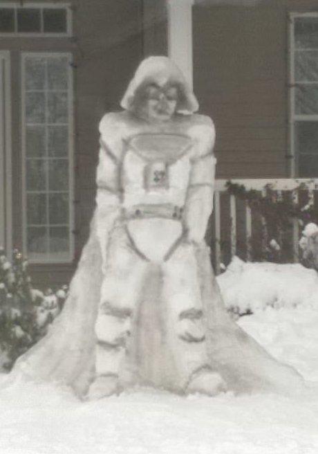 Смешные и необычные снеговики, которые поднимут вам настроение (17 фото)