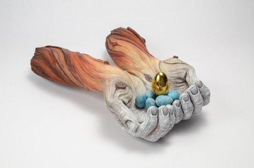 Удивительные керамические скульптуры, которые похожи на деревянные (19 фото)
