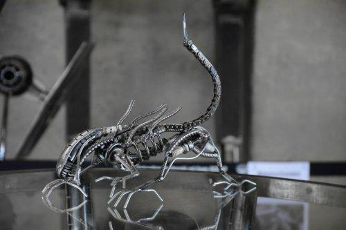 Потрясающие скульптуры из металлолома, вдохновлённые фантастическими фильмами (12 фото)