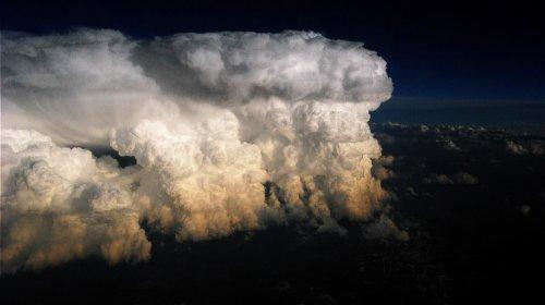 Необычные и зрелищные облачные образования (27 фото)