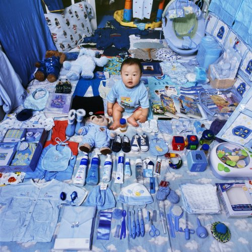 """Дети со своими любимыми игрушками и одеждой в фотопроекте """"Розовое и синее"""" (8 фото)"""