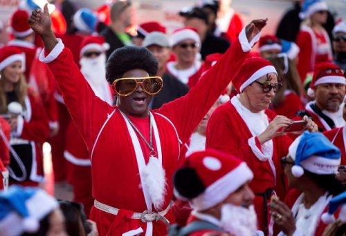 Костюмированные забеги Санта-Клаусов в разных странах (19 фото)