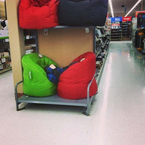 Почему детей тоже не стоит брать на шопинг (21 фото)