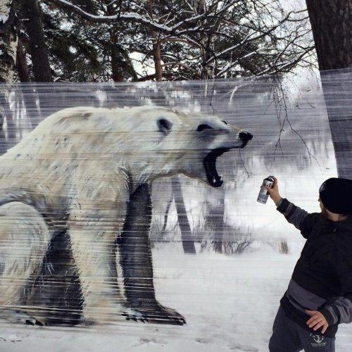 Граффити в лесу на упаковочной плёнке (6 фото)