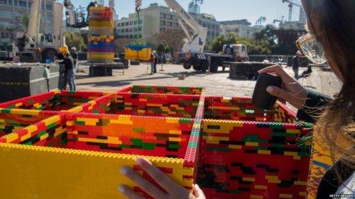 В Тель-Авиве построили самую высокую башню из LEGO (4 фото + видео)